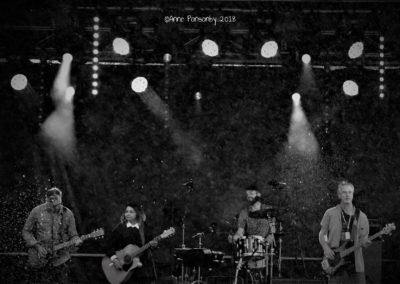 B & W Sheyana Band Live Pic 2
