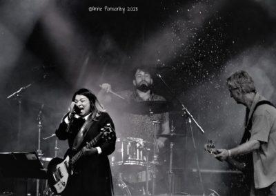 B & W Sheyana Band live pic